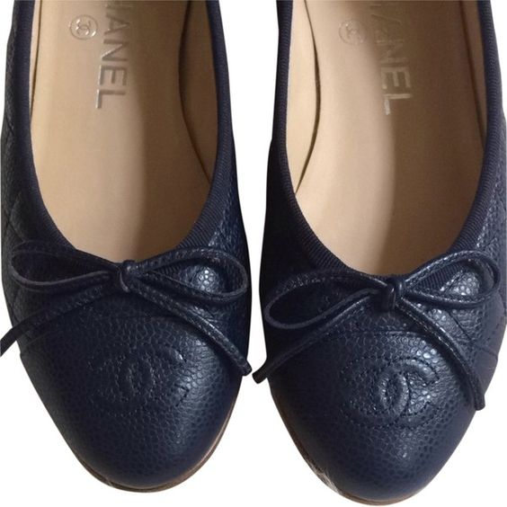 Pre-owned Chanel Navy New Quilted Caviar Ballerines Flats (2,605 SAR) ❤ liked on Polyvore featuring shoes, flats, navy, navy blue ballet flats, ballerina flats, ballet flat shoes, navy blue shoes and chanel flats