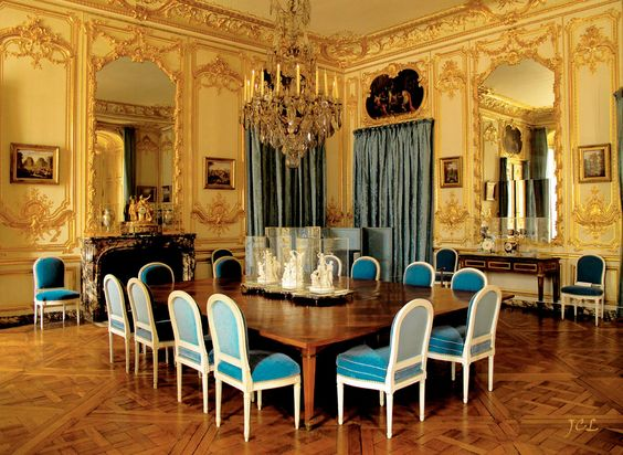 Louis xvi interiors and versailles on pinterest for Chaise salle a manger louis xvi