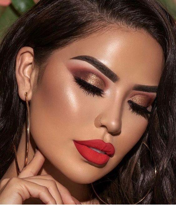 Lips And Makeup Glitter Gold Inspiring Ladies Natural Smokey