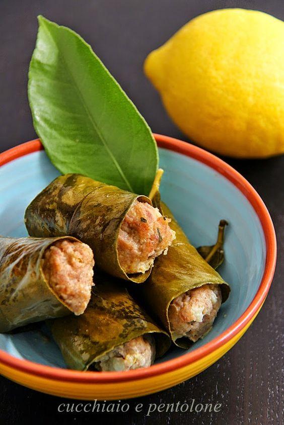 CUCCHIAIO E PENTOLONE: polpette di carne, salsiccia di Carassai e patate in foglie di limone