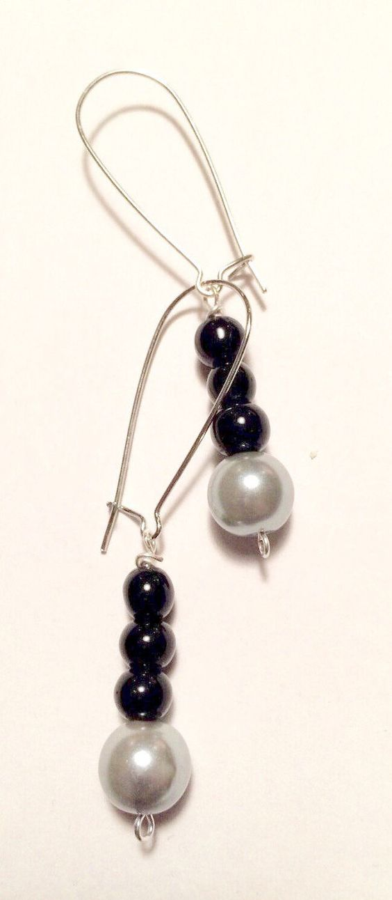 Black & Grey dangle earrings by Creationlily on Etsy