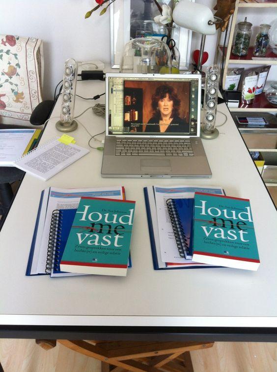 """Video """"Houd mij vast"""". EFT relatietherapie bij Moon Consultancy in Dordrecht.  http://moonconsultancy.wordpress.com/2012/08/22/video-houd-mij-vast/"""