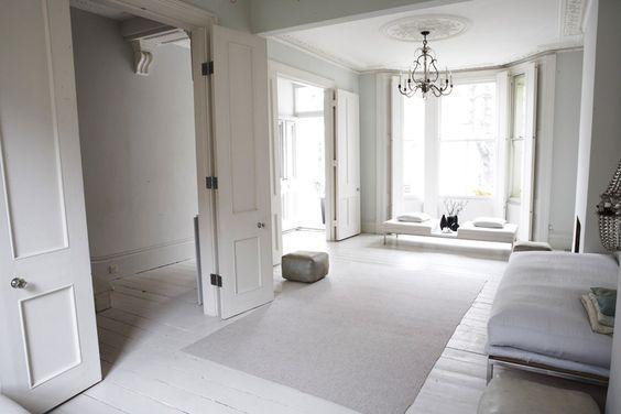 weiße Möbel, gestrichene Wände