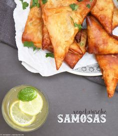 vegetarische Samosas | whatinaloves.com #quorn #veggie #samosas
