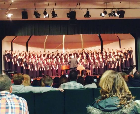 You @msm_indiana girls impress me so much with your talents. Great job @josie0k @christina.smith @ella_lavigne3 tonight. Voices like Christmas angels!! (Missed you @k_love965 feel better) love you girls!! #msmgirlsrock #msmhappyaccidents 😉  #choir #hhms #christmasprogram: