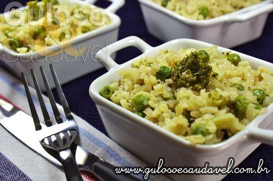 Uma boa opção de #jantar é um delicioso Risoto de Arroz Integral e Legumes, leva brócolis, ervilhas, cebola, nutre e é muito leve.  #Receita aqui: http://www.gulosoesaudavel.com.br/2013/03/18/risoto-arroz-integral-legumes/