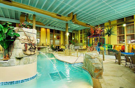 10 Best Hotel Swimming Pools Holiday Inn Chicago Elmhurst 39 S 24 000 Sq Ft Mayan Adventure