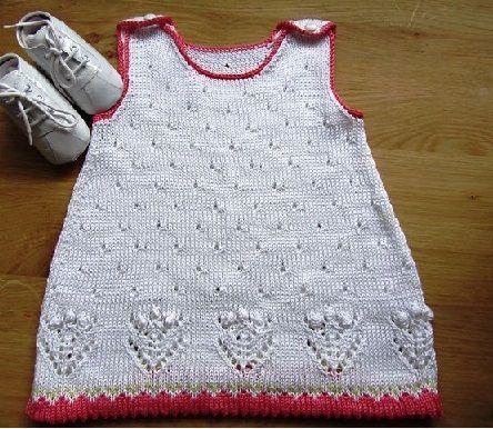 Örgü trendi örgü bebek elbiseleri