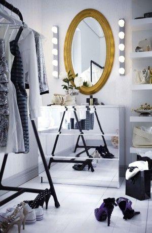 Eleganter begehbarer Kleiderschrank
