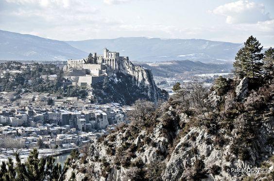 Sisteron, la citadelle vue depuis le rocher de la Baume - Alpes de Haute Provence 04