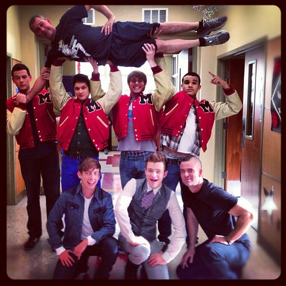 LOVE this pic lol Glee boys with Adam Shankman :D
