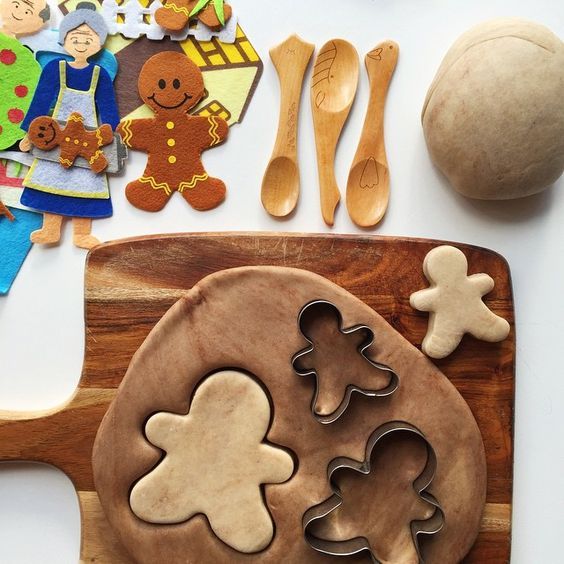 Salt-free (cocoa) Playdoh | gingerbread man stories with felt board pieces & playdoh gingerbread 'cookies' | @oliviasfoster