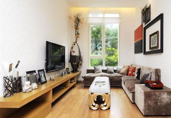 Aprenda como decorar salas estreitas e compridas com essas dicas que selecionamos ensinando técnicas super simples para deixar sua casa mais aconchegante e moderna.