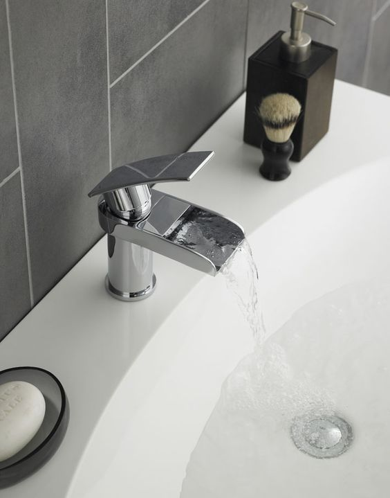 The attractive open-spout Rhyme range gives you the perfect reason to update your bathroom, with a wide lever handle – great for use even with wet hands.