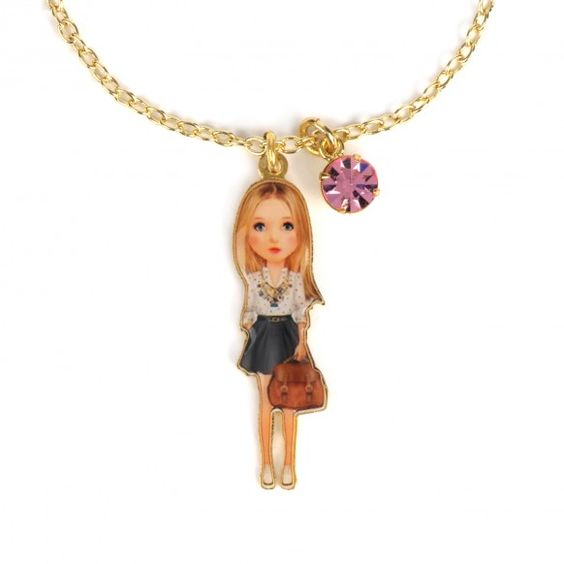 Bracelet Chloé la Parisienne en tenue estivale, bijoux fantaisie, Paris, fashion week