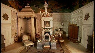 Inside Buckingham Palace Queens Room   ... The Chandeliers ...