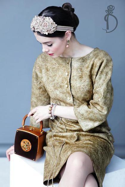 Купить или заказать Валяное платье «Bronze» в интернет-магазине на Ярмарке Мастеров. Продано! Теплое, уютное, самое любимое. Продается в комплекте со шнурочком- пояском. Аксессуары сотворены Сонечкой Волковой. По поводу их приобретения обращайтесь непосредственно к мастеру. Сумочка- собственность стилиста.…
