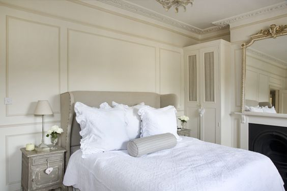 Leopoldina Haynes, My Bedroom.Mirar la moldura.