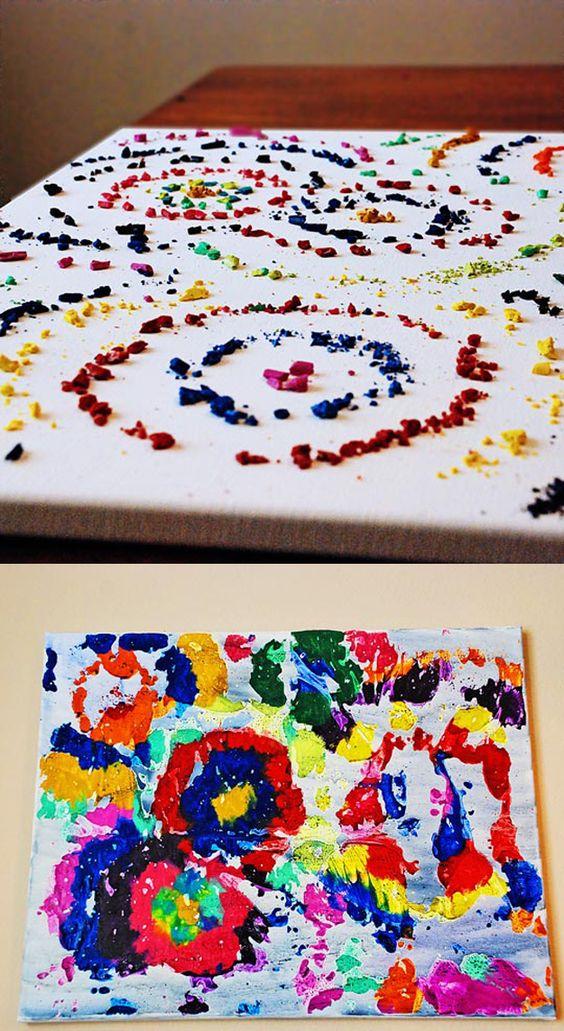 Pinturas impresionistas con creyones rotos. Desplegarlos sobre la tela y derretir con un secador de pelo.