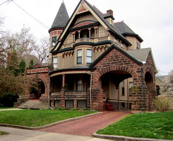 Old victorian houses built around the turn of the century for Our victorian house