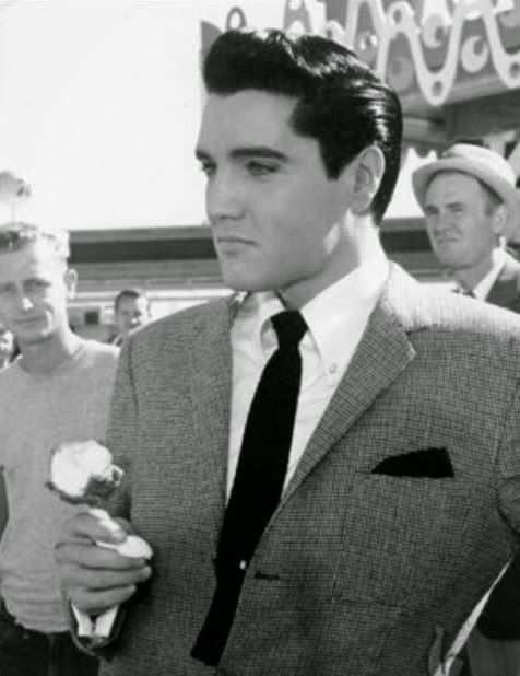 Elvis holding ice cream cone (1962)                             Americans are the No.1 consumers of ice cream worldwide,spending 21 billion dollars in US alone,eating 48 pints of ice cream per person every year on average.New Zealand comes in at number 2.