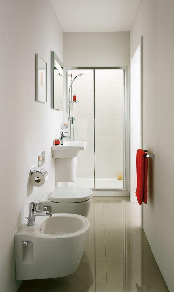 Nel bagno stretto e lungo sono stati utilizzati della Connect Space di ...