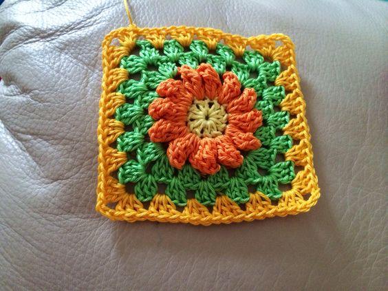 Crochet daisy :)  New project