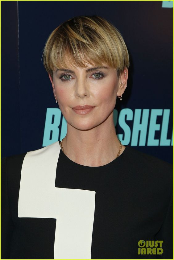 Charlize Theron Attends Bombshell Screening In Nyc Charlize Theron Bombshell Screening In Charlize Theron Short Hair Short Hair Haircuts Short Hair Styles