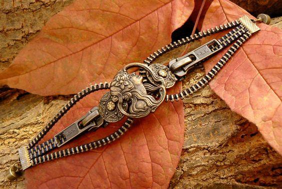 Steampunk-Maiden Button Armband  Zipper Cuff  von PeteAndVeronicas