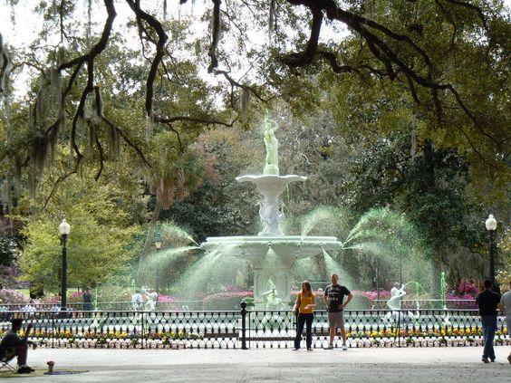 Forsyth Park Fountain goes green in preparation for St Paddy's!