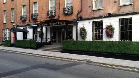 Kildare Street Hotel 47 bis 49 Kildare Street, -Dublin 2  http://www.kildarestreethoteldublin.upps.eu Kildare Street Hotel ist ein günstiges Hotel im Zentrum von Dublin entfernt. Unsere Unterkunft bietet saubere, komfortable Zimmer zu attraktiven Preisen. Wenn Sie günstige Hotels in Dublin suchen, in bester Lage, dann Kildare Street Hotel ist für Sie!