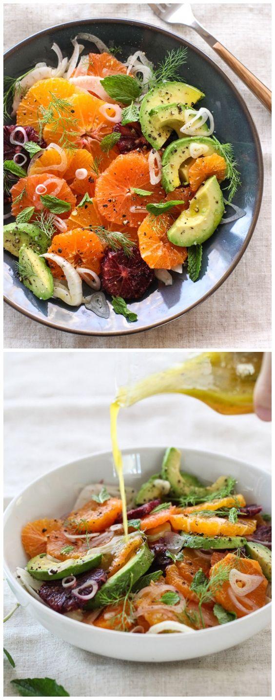 Un surtido de cítricos, un total de alrededor de 2 ½ a 3 libras Solía: 3 naranjas navel 3 naranjas Cara Cara 2 naranjas minneola 3 mandarinas 1 naranja de sangre ½ bulbo de hinojo, muy en rodajas finas 1 aguacate, pelado, sin semillas y en rodajas ½ chalota, pelada y cortada en rodajas finas muy ⅓ taza de aceite de oliva virgen extra 2 cucharadas de vinagre de champagne 1 cucharada de miel sal kosher y pimienta recién abierto negro ¼ taza de hojas de menta Hojas de hinojo
