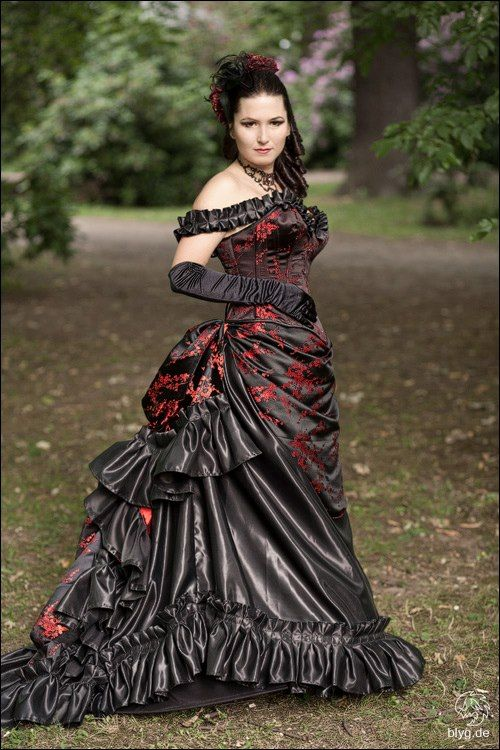 gothic wedding dress purple would be better brautkleider gothic gothik ...