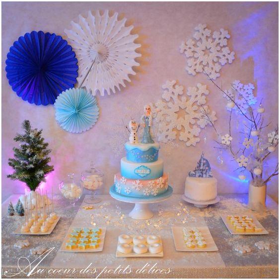 Sweet tables buffet and frozen on pinterest for Decoration la reine des neiges