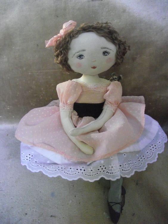Camille en plumetis rose...un nouveau regard pour cette farfalette..♡