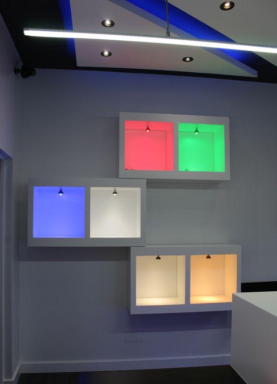Cajones de luz con dicroicas led para apreciar los - Luces dicroicas led ...