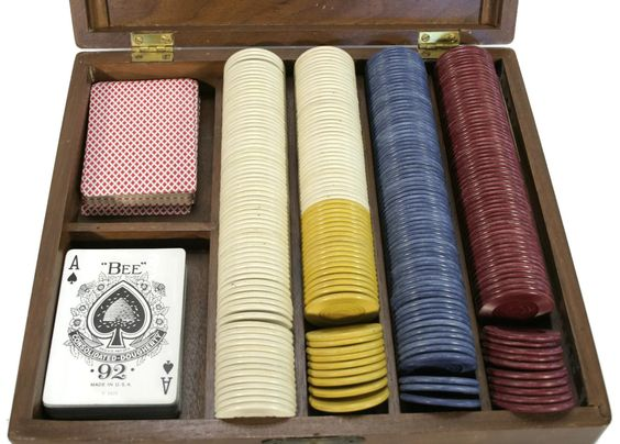 New to Revendeur on Etsy: Vintage Poker Set -- Antique Poker Set -- Playing Cards and Poker Chips in Box -- Wooden Box with Poker Chips -- Sheip -- CA1300 (50.00 USD)