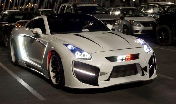 """Cars - Vidéo : voici """"Radzilla"""", l'insolite Nissan GT-R préparée en mode flipper ! - http://lesvoitures.fr/video-voici-radzilla-nissan-gt-r/"""