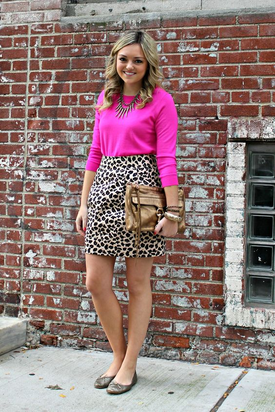 animal print com cores vibrantes Pink Sweater Leopard Skirt.  This a cute outfit to teach in.  Love the flat shoes too.