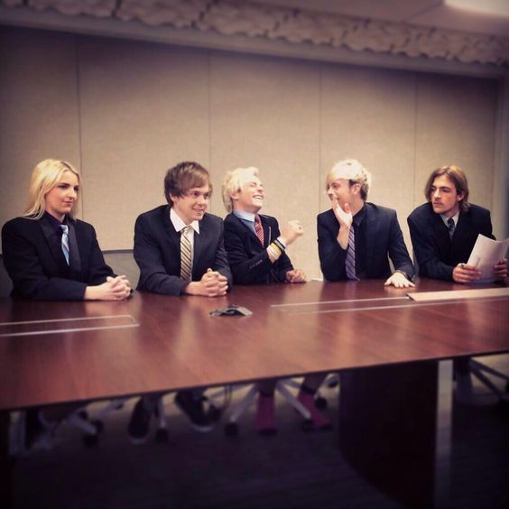 cool look at rydel