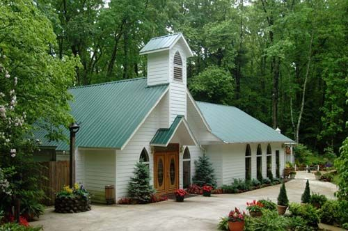 Chapel at the Park, White Wood Chapel in Gatlinburg and the Smoky Mountains