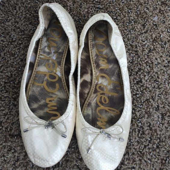 Sam Edelman pearl flats size 8 These Sam Edelman flats are so adorable! Faux snake skin in a shimmery pearl color. Very clean. The sign of wear is on the right heel. You can see it in the pictures. Sam Edelman Shoes Flats & Loafers