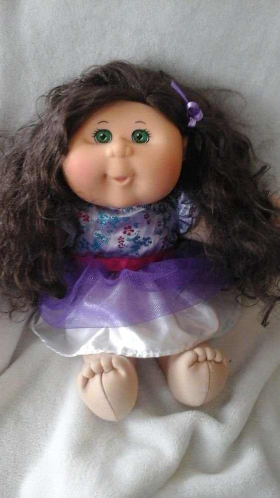Cabbage Patch Kids Curly Brown Hair Green Eyes Girl Cabbagepatchkids Brown Hair Green Eyes Brown Hair Green Eyes Girl Green Hair