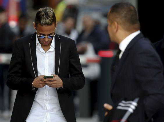 Fifa multa Santos por infringir estatuto de transferências na venda de Neymar #globoesporte