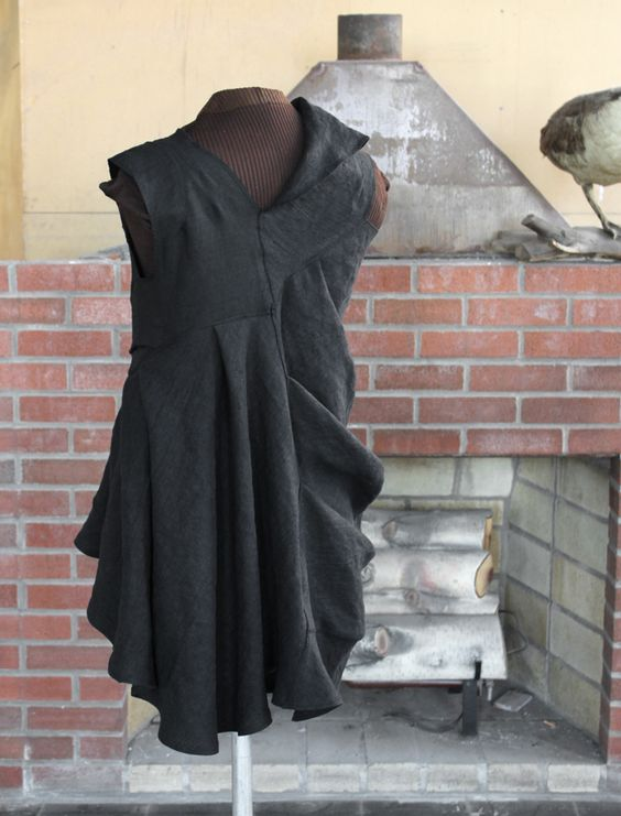 sculptura fantastica, black linen dress from secret lentil. back view.