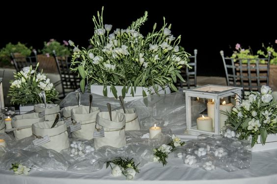 Sposarsi all'isola d'Elba - Getting married in Elba - La confettata e le bomboniere... #confettata #bomboniere #allestimento #weddingplanner #natura #country #chic #wedding #island #elba