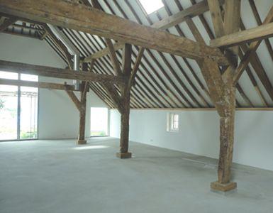 Hoeve sophia gerenoveerd interieur stal restauratie for Boerderij interieur
