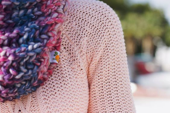 Gola Pico  16,50€ (+ portes de envio) http://goo.gl/3MrO7h  Gola feita à mão, com fio 50% lã e 50% acrílico. Fio matizado com tons de rosa, azul e roxo. Tamanho único.  © Sílvia Ferreira Photography
