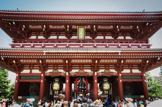 A Shinto Shrine in Tokyo. This clearly reflects Karei because of it's sumptuousness and elegant design. It has a quality befitting a higher status.