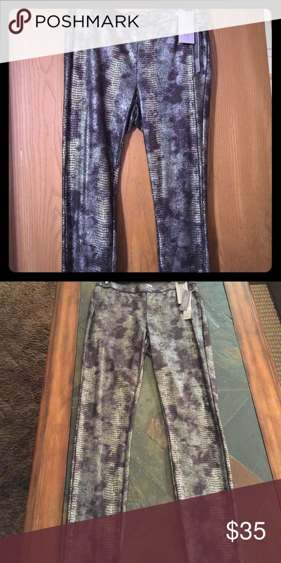 New. Grey/black Jegging. (NWT) Size Large. Grey/black.  Mid rise slim through hip and thigh skinny leg opening stretch jegging. Jennifer Lopez Pants Leggings
